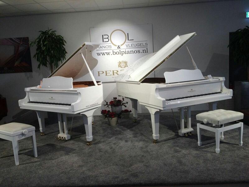 piane-si-pianine_boem-club-pianos
