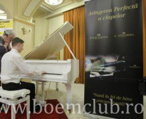 boem-club-pianos_pianist-perzina